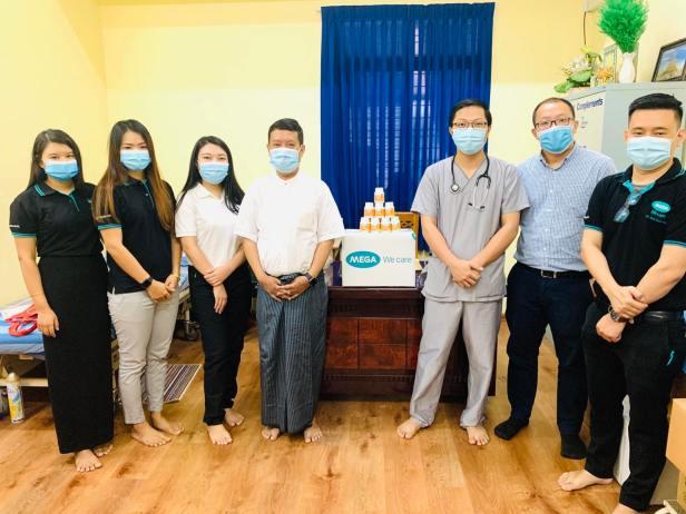 Nat C Donation at Thingangyun Sanpya General Hospital, Prof Min Zaw Oo_(သင်္ကန်းကျွန်းစံပြဆေးရုံသို့ ပေးအပ်လှူဒါန်းစဉ်)