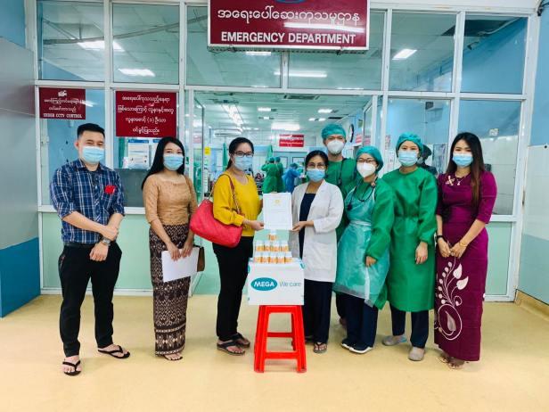 Nat C Donation at Yangon General Hospital, Emergency Department_(ရန်ကုန်ပြည်သူ့ဆေးရုံကြီး အရေးပေါ် ဆေးကုသမှုဌာနသို့ ပေးအပ်လှူဒါန်းစဉ်)